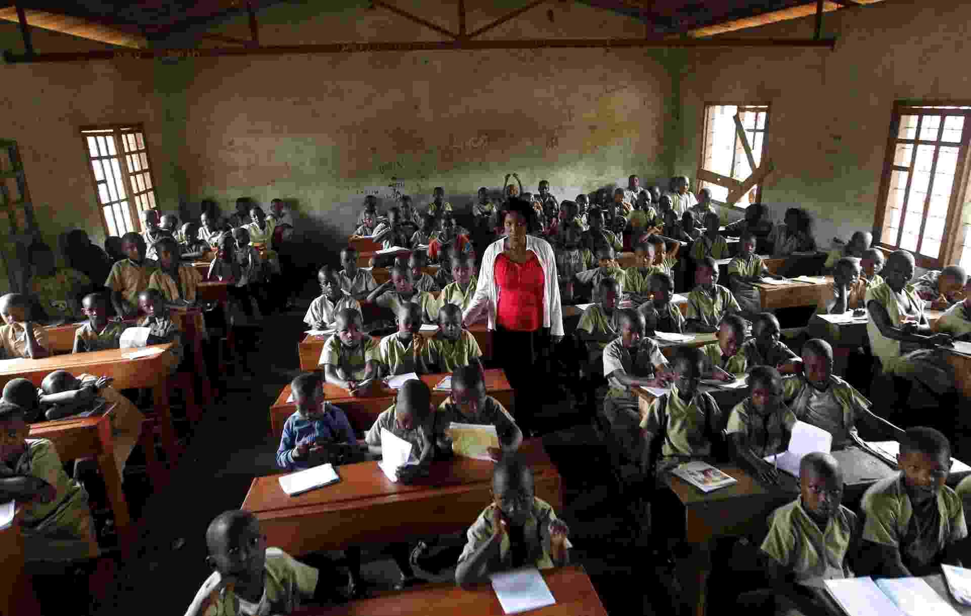salas de aula ao redor do mundo - Thomas Mukoya/Reuters