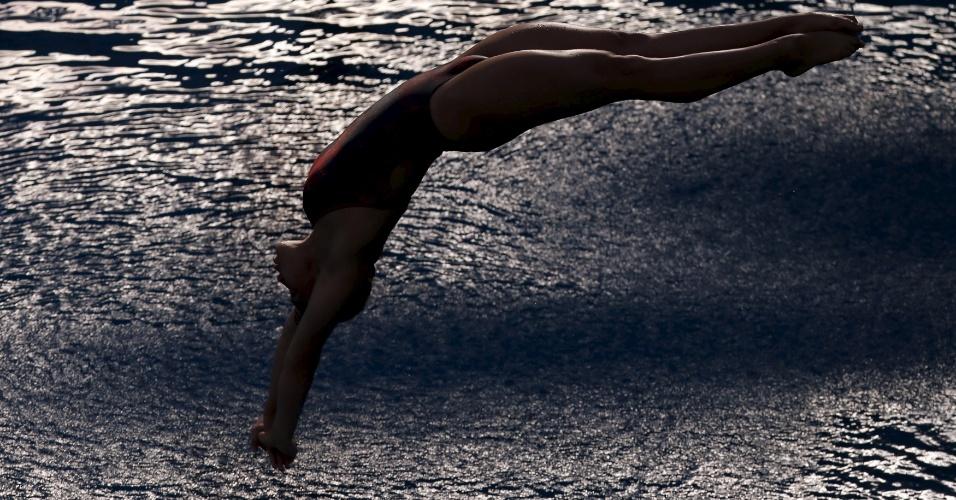 23.fev.2016 - Dolores Hernandez Monzon, competidora do México, mergulha durante semifinal da Copa do Mundo de Saltos Ornamentais no Rio de Janeiro. A competição serve como evento-teste para os Jogos Olímpicos de 2016, que serão disputados na cidade brasileira