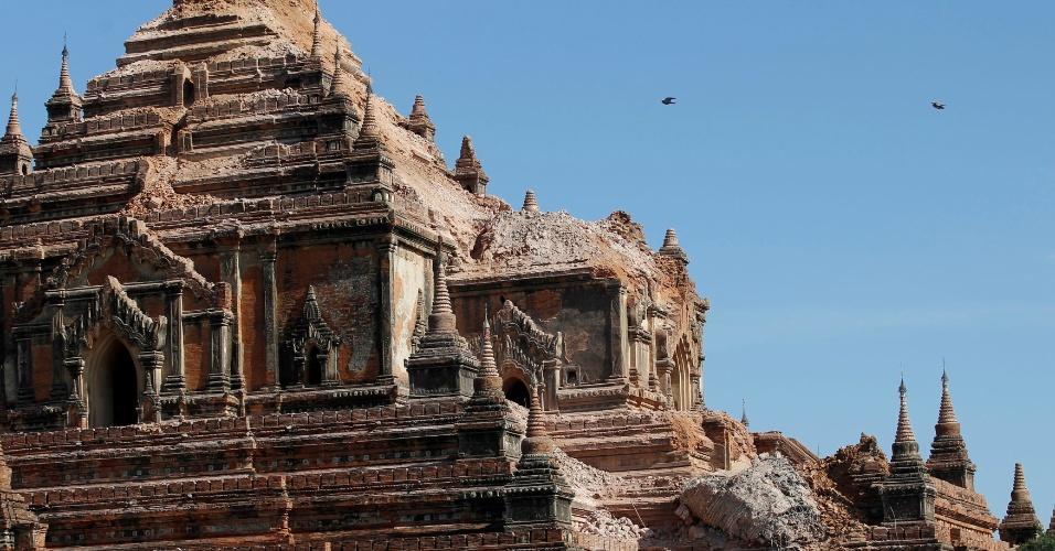 25.ago.2016 - Templo foi parcialmente destruído em sítio arqueológico de Bagan, em Mianmar. Um terremoto de magnitude 6,8 na escala Richter atingiu nesta quarta-feira (24) o país e danificou quase 100 templos centenários da região
