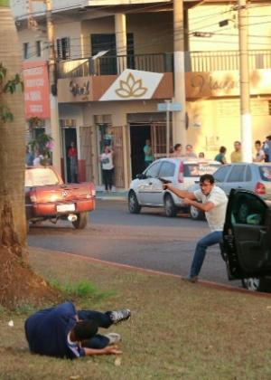 O funcionário público Gilberto do Amaral atira contra a carreata do candidato Zé Gomes, em Itumbiara