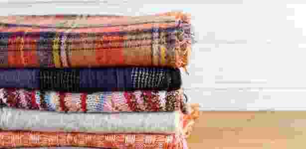 29.set.2016 - O número de microfibras liberadas ao lavar roupa depende tanto dos tecidos quanto do tipo de sabão utilizado - iStock - iStock