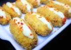 Sobra de sushi vira acarajé japonês com salmão, requeijão, mel e pimenta - Divulgação