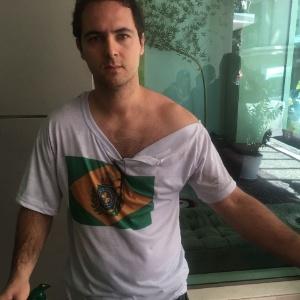 Rodrigo Dias, defensor da monarquia, agredido em ato de 1º de Maio no Rio