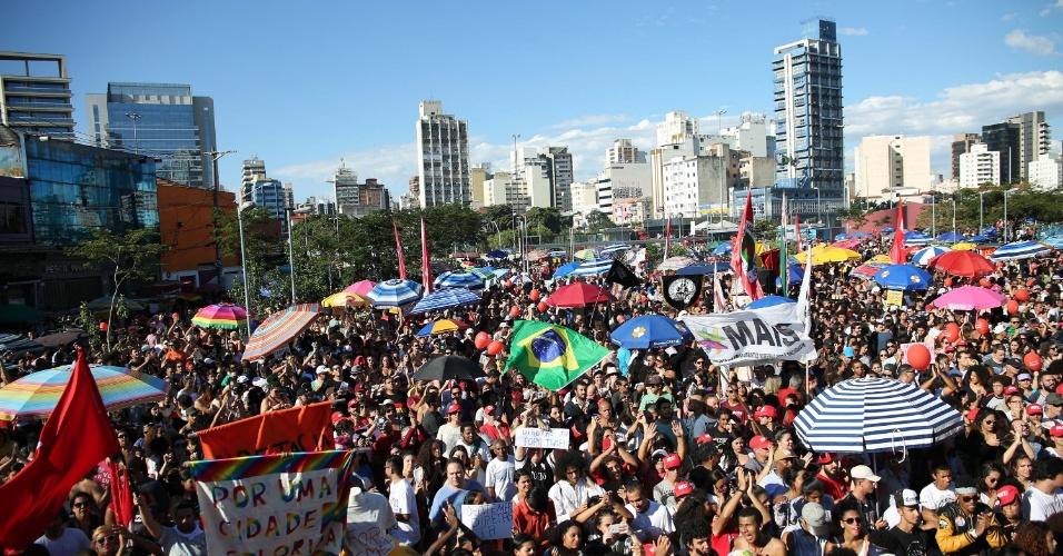 4.jun.2017 - Aglomeração de pessoas durante protesto contra o governo Temer no largo da Batata, em São Paulo