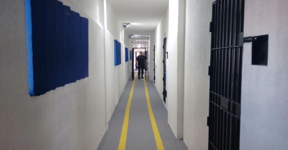 Foram instaladas grades em várias áreas de circulação dentro dos pavilhões