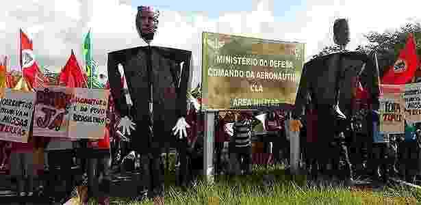 25.jul.2017 - Além das fazendas, cerca de 400 pessoas ligadas ao MST bloqueiam as vias de acesso ao Centro de Lançamento de Alcântara, no Maranhão - Divulgação/@mst_oficial - Divulgação/@mst_oficial