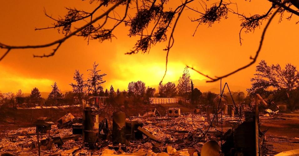 27.jul.2018 - Incêndio Carr, na Califórnia, o pior na história do Estado norte-americano. Dezenas de casas foram destruídas, ao menos 4 pessoas morreram e uma área de 44 mil acres incendiou-se.