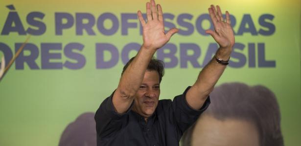 13.out.2018 - Haddad (PT) se encontra com professores na APEOESP, no dia do professor, em São Paulo