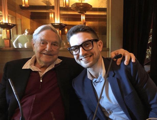 George Soros e seu filho, Alexander Soros; fundador da Open Society Foundations recebeu um pacote com bomba nos EUA - Reprodução/Instagram