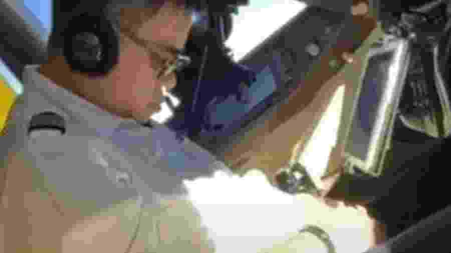 Piloto da China Airlines foi filmado dormindo durante um voo - Reprodução de vídeo