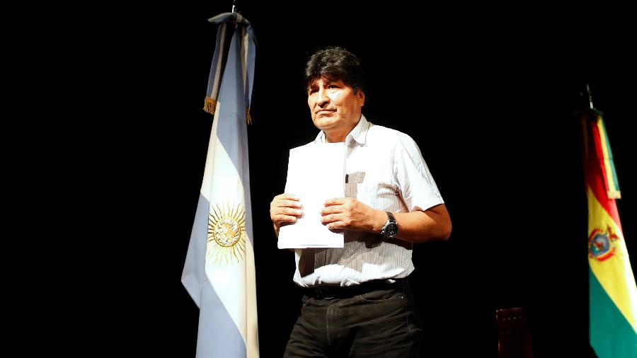 Evo Morales durante coletiva de imprensa em Buenos Aires, na Argentina, onde buscou refúgio após renunciar à presidência da Bolívia - Agustin Marcarian/Reuters