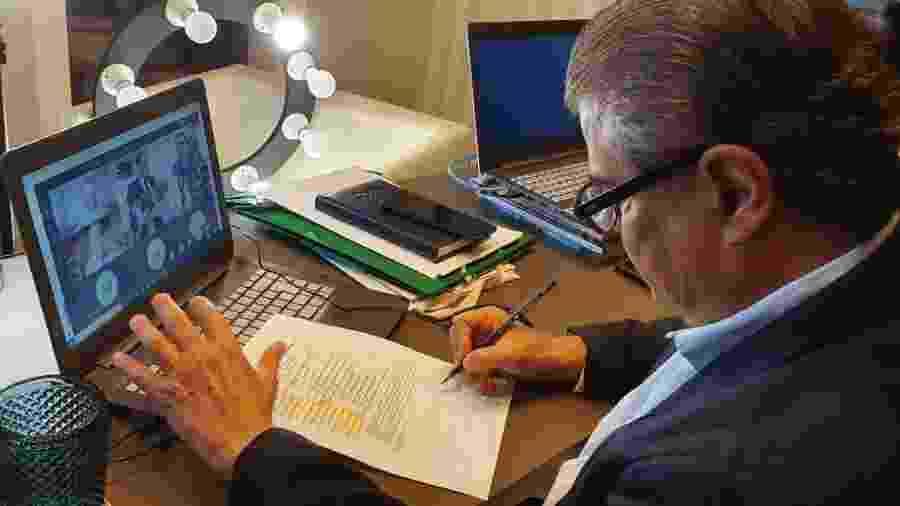 O senador Nelsinho Trad (PSD-MS), presidente da comissão do Congresso que acompanha assuntos de inteligência, durante sessão em que foi ouvido o ministro André Mendonça (Justiça) nesta sexta-feira (7) - Divulgação/ Nelsinho Trad