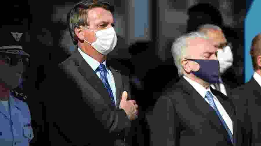Bolsonaro durante evento antes da partida da missão rumo ao Líbano; ao sair da cerimônia, o presidente se dirigiu ao médico - Henrique Barreto/Futura Press/Estadão Conteúdo