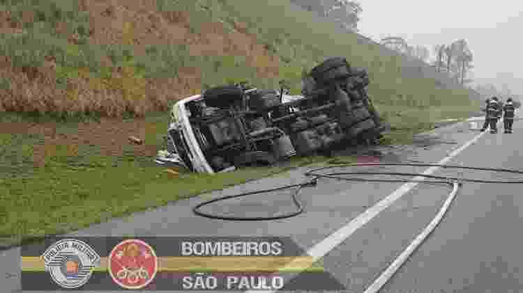 tombamento caminhão-tanque - Divulgação/Bombeiros SP - Divulgação/Bombeiros SP