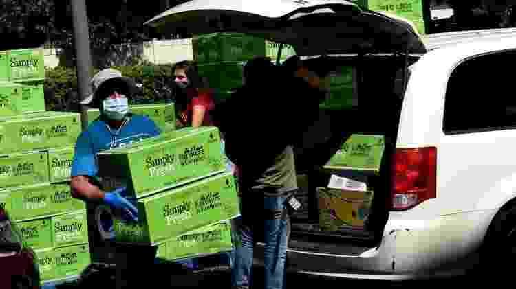 A crise econômica devido ao coronavírus deixou milhares de pessoas dependendo de ajuda para se alimentar - Getty Images - Getty Images