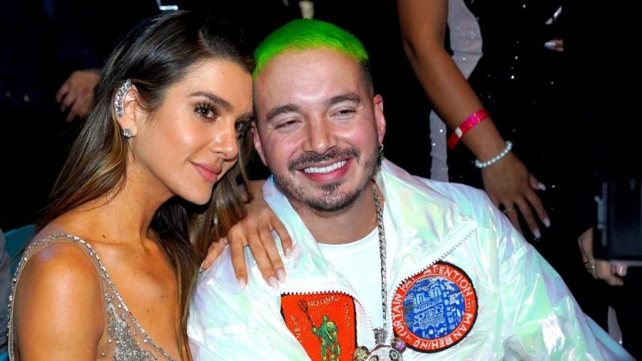 J Balvin e Valentina Ferrer - Rodrigo Varela/Getty Images for LARAS