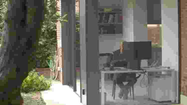Boufarhat trabalha de uma propriedade alugada em Barcelona - BBC - BBC