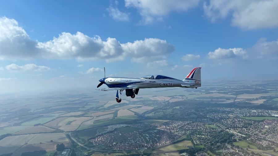 Avião 100% elétrico da Rolls-Royce em voo inaugural. Aeronave pode alcançar a velocidade de 480 km/h - Rolls-Royce