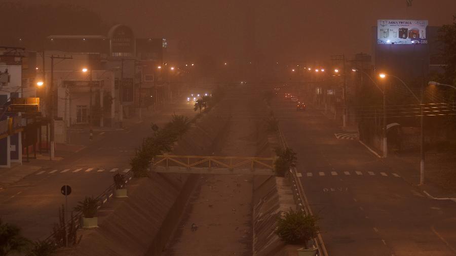 26.ago.2021 - Nuvem de poeira encobre a cidade de Franca, no interior de São Paulo - Igor do Vale/Estadão Conteúdo
