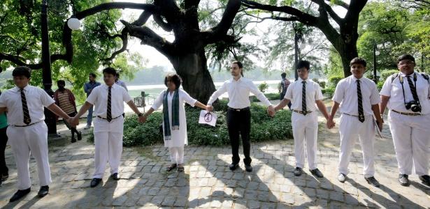 Indianos e franceses fazem oração em homenagem a vítimas dos ataques - Piyal Adhikary/EFE