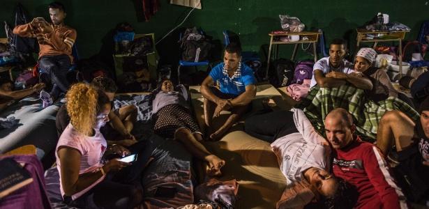 12.jan.2016 - Imigrantes cubanos em abrigo na Costa Rica tentando chegar aos EUA