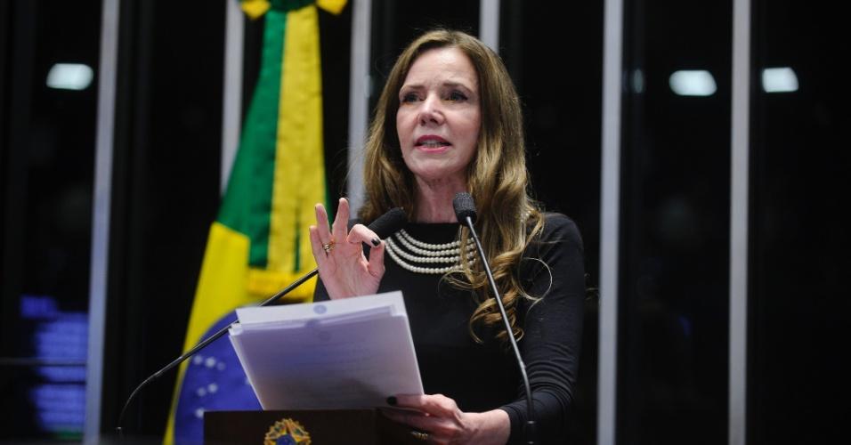 30.ago.2016 - A senadora Vanessa Grazziotin (PCdoB-AM) cobrou em seu discurso no Senado que seus colegas deixassem a hipocrisia de lado ao afirmar que a presidente afastada, Dilma Rousseff, corre o risco de perder o cargo não pelos crimes de responsabilidade presentes na denúncia do impeachment, mas por uma disputa política