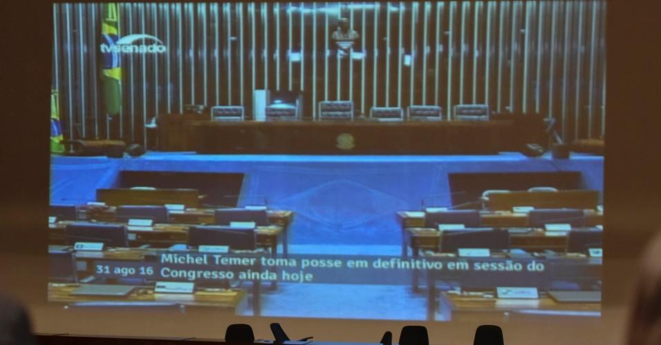 31.ago.2016 - Telão do Auditório Petrônio Portela do Senado Federal, em Brasília, testa anúncio de posse em definitivo à Presidência do Brasil de Michel Temer antes do início da sessão. Os senadores votam nesta quarta-feira o impeachment da presidente afastada, Dilma Rousseff