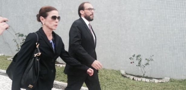 Marlus Arns acompanha a mulher de Cunha, Claudia Cruz, que foi visitá-lo na prisão