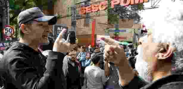 Manifestantes contrários e também apoiantes a Butler participam de ato no Sesc Pompeia - Fábio Vieira/Fotorua/Estadão Conteúdo