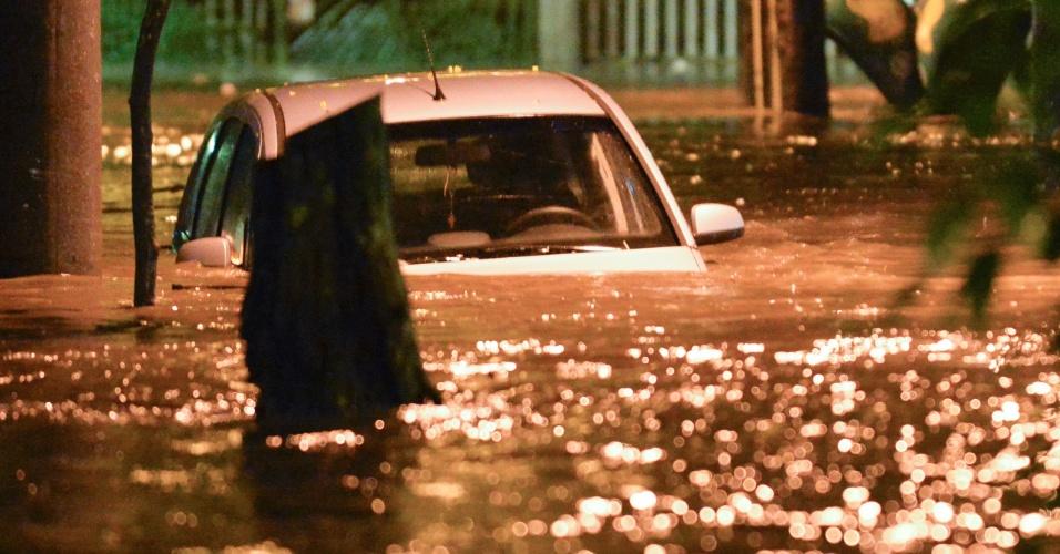 15.fev.2018 - Fortes chuvas atingem o Rio. Em nove horas, das 17h de quarta-feira às 2h desta quinta (15), choveu no Rio de Janeiro 75% do esperado para todo o mês de fevereiro, informa o Centro de Operações da prefeitura.