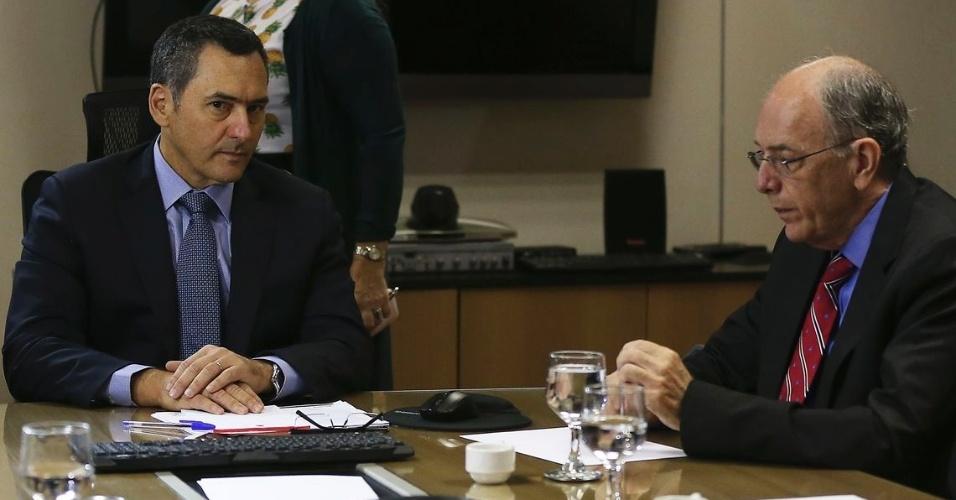 O ministro da Fazenda, Eduardo Guardia, e o presidente da Petrobras, Pedro Parente, durante reunião técnica para tratar da alta no preço dos combustíveis