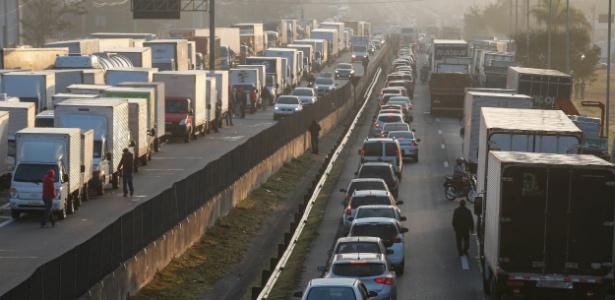 Há 330 bloqueios em rodovias de 23 estados, diz associação de caminhoneiros - Felipe Rau/Estadão Conteúdo