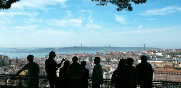 Cidade de Lisboa vista do miradouro da Senhora do Monte, em Portugal - Fernando Donasci/Folhapress
