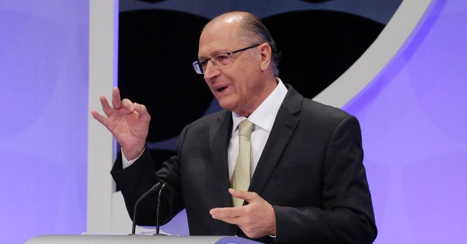 O candidato Geraldo Alckmin (PSDB) ressalta investimento em educação e diz que não fechou escolas no estado de São Paulo