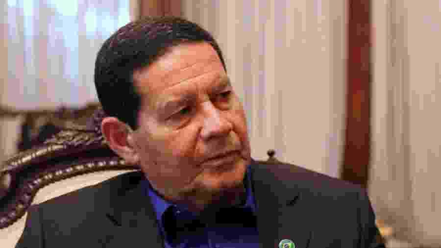31.out.2018 - O vice-presidente Antônio Hamilton Mourão em entrevista ao UOL - Taís Vilela/UOL