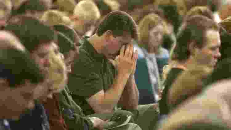 Emoção no funeral do professor Dave Sanders, morto no massacre de Columbine em 1999 - Reuters - Reuters
