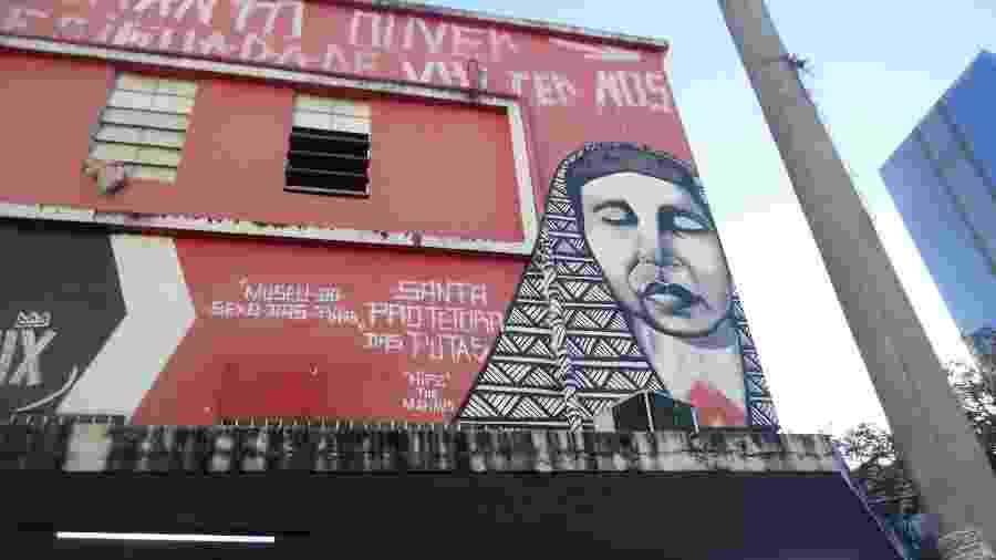 Prédio na região da rua Guaicurus faz referência do Museu do Sexo das Putas, em Belo Horizonte - Carlos Eduardo Cherem/UOL