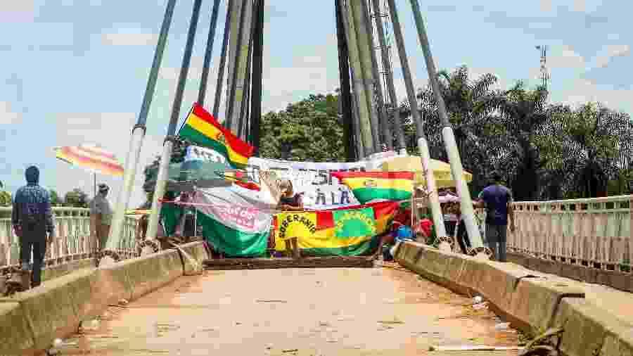 Ponte da Amizade, que liga Brasiléia (AC), interditada do lado boliviano, em Cobija, por militantes do movimento que reinvindicava a anulação das eleições - Raylanderson Frota / Cedida ao UOL