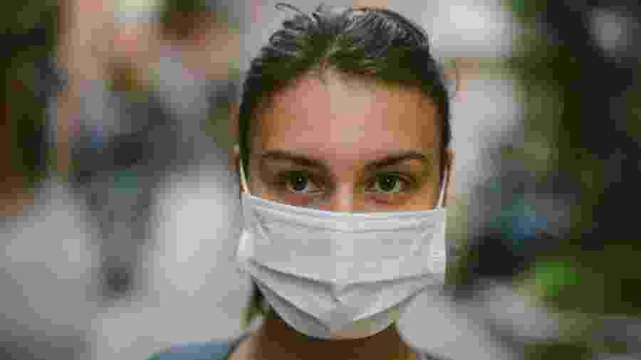 Cientistas mantêm ceticismo em relação à eficácia do uso de máscaras para evitar a propagação de vírus - Getty Images
