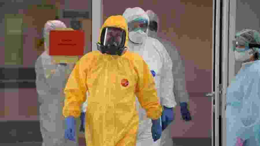 O presidente russo Vladimir Putin visita infectados pelo coronavírus em hospital em Moscou - Alexey DRUZHININ / SPUTNIK / AFP
