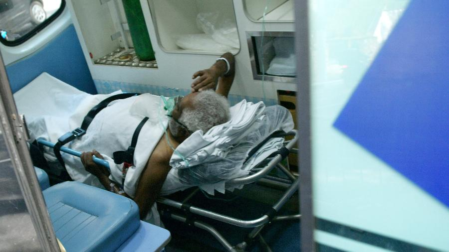 Paciente chega no Hospital de Campanha no Estádio do Pacaembu em São Paulo (SP) - Ettore Chiereguini/Futura Press/Estadão Conteúdo