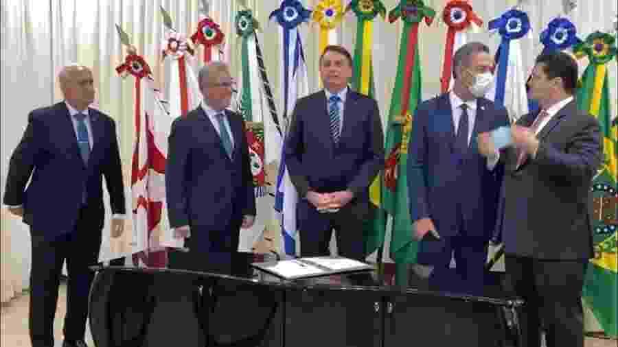 Bolsonaro assina MP que isenta consumidores do Amapá da conta de luz - Reprodução/Divulgação