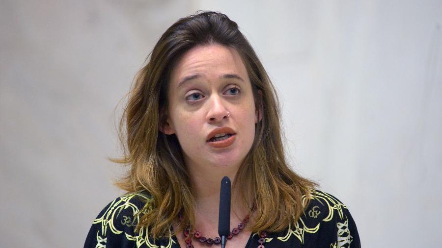 A deputada estadual Isa Penna (PSOL) discursa na Alesp - José Antonio Teixeira/Alesp