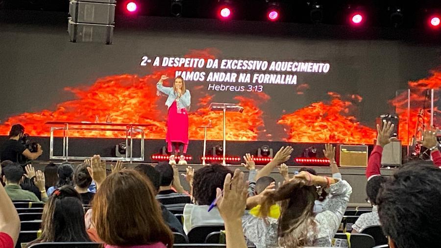Sem máscara, Bispa Sônia Hernandes ministra culto na Renascer - Anahi Martinho/UOL