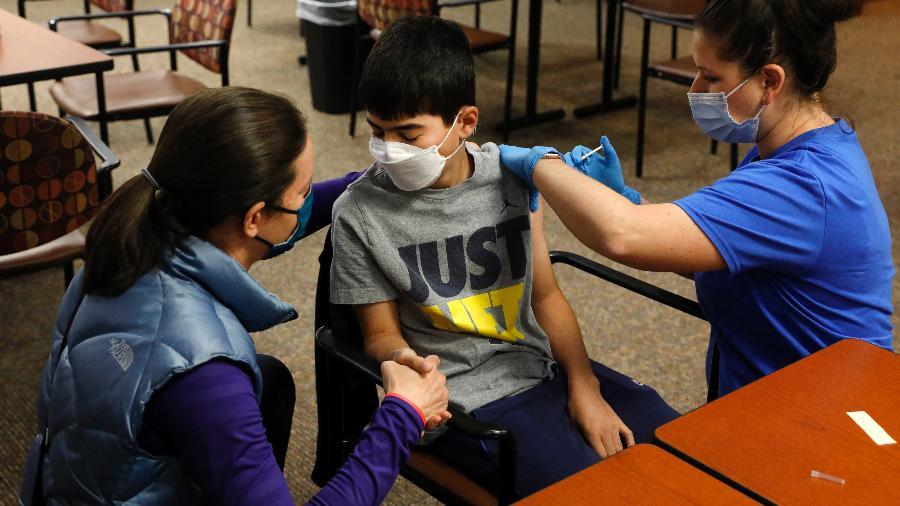 Jovens terão facilidades para vacinação - JEFF KOWALSKY / AFP