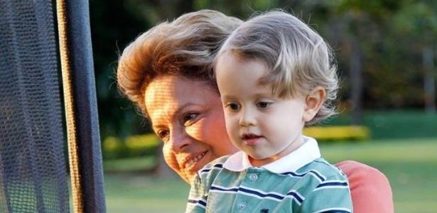 No Dia dos Avós, a presidente Dilma Rousseff publicou em seu perfil no Facebook uma foto com seu neto Gabriel