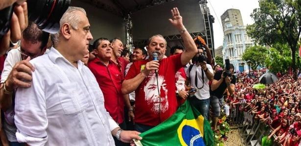O Ex-presidente Luiz Inácio Lula da Silva discursa em ato contra o impeachment em Fortaleza