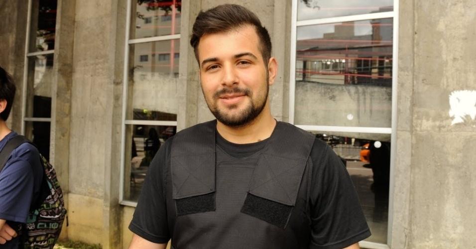 5.nov.2016 - O segurança Guilherme Guedes, 25, saiu do trabalho e foi direto para o local de prova do Enem. Ele presta a prova pela terceira vez e tenta uma vaga no curso de analista de sistemas