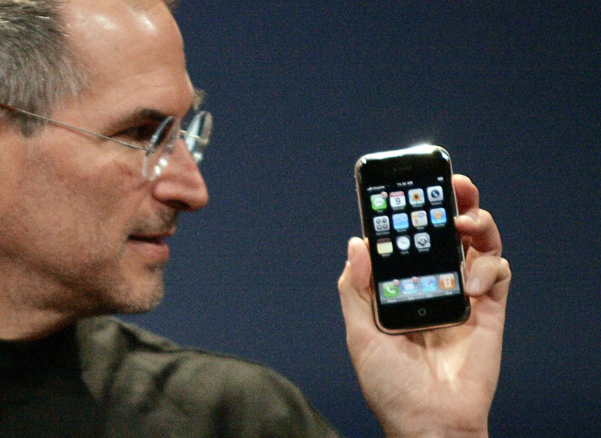 Há 10 anos, lançamento do primeiro iPhone iniciava revolução no mundo - 09/01/2017 - UOL TILT