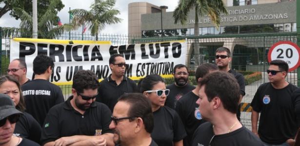 Peritos do IML protestam em frente ao Tribunal de Justiça do Amazonas